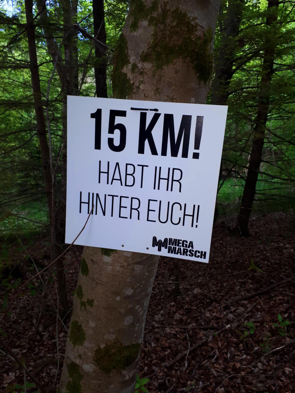 Schild mit 15km habt ihr geschafft